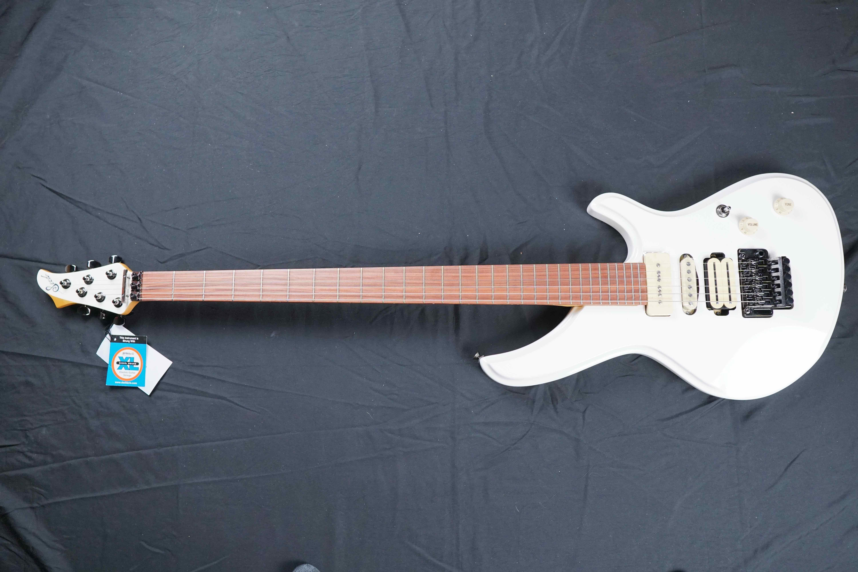 Sago Seed虎徹和樂器吉他手櫻村真代言電吉他